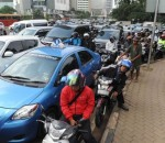 TARGETED: The Indonesian capital is threatening to shut down controversial smartphone car-hailing service Uber due to licensing issues a week after it officially launched in the city, an official said. — AFP
